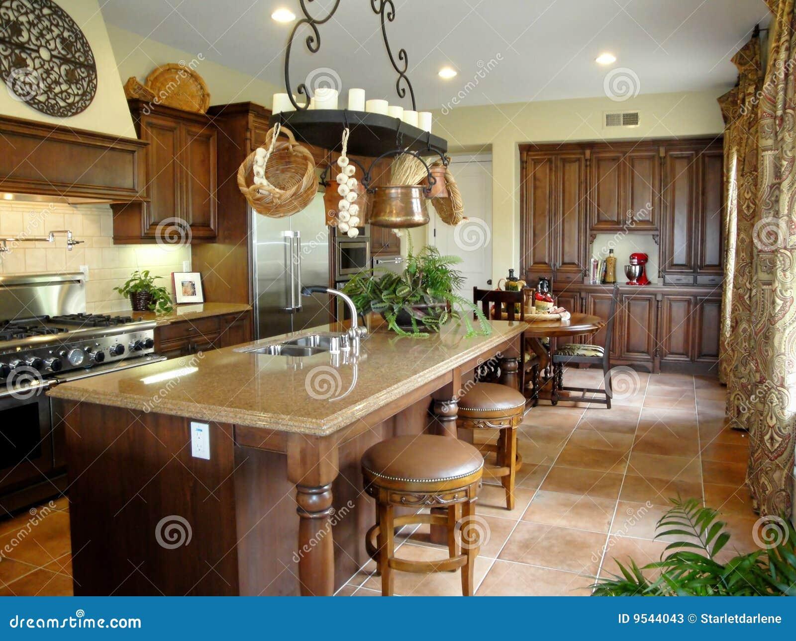 De mooie italiaanse keuken van de stijl stock foto's   afbeelding ...