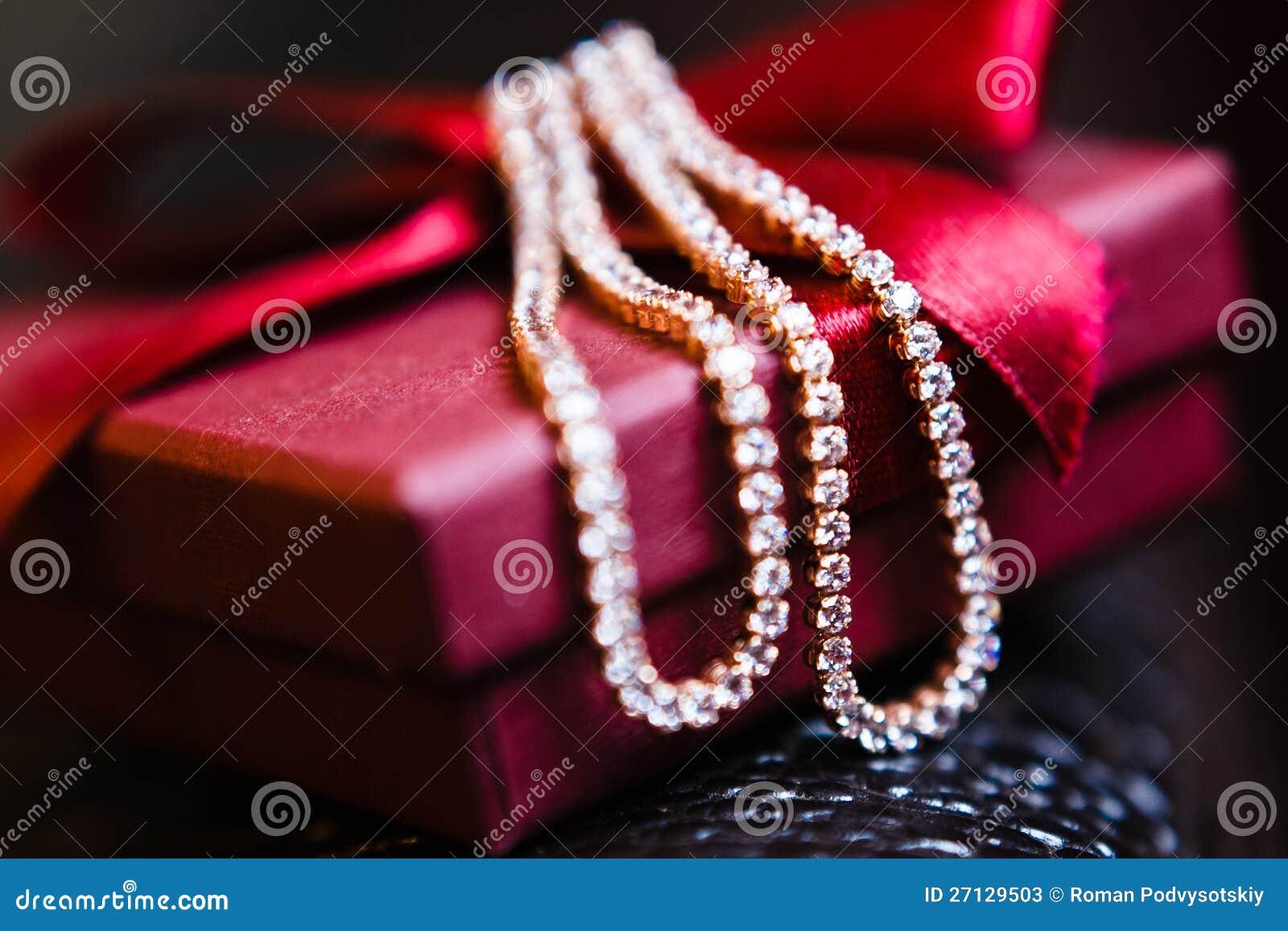 De mooie versiering van het huwelijk stock foto 39 s afbeelding 27129503 - Versiering van de zaal van het tienermeisje van ...