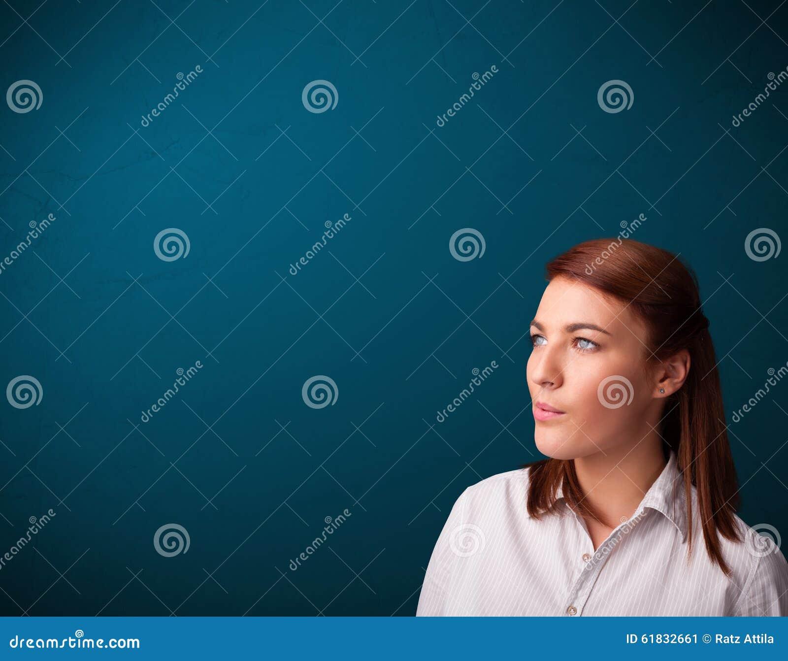 De mooie vrouw het roken ruimte van het sigaret vith exemplaar stock afbeelding afbeelding - Ruimte van het meisje parket ...