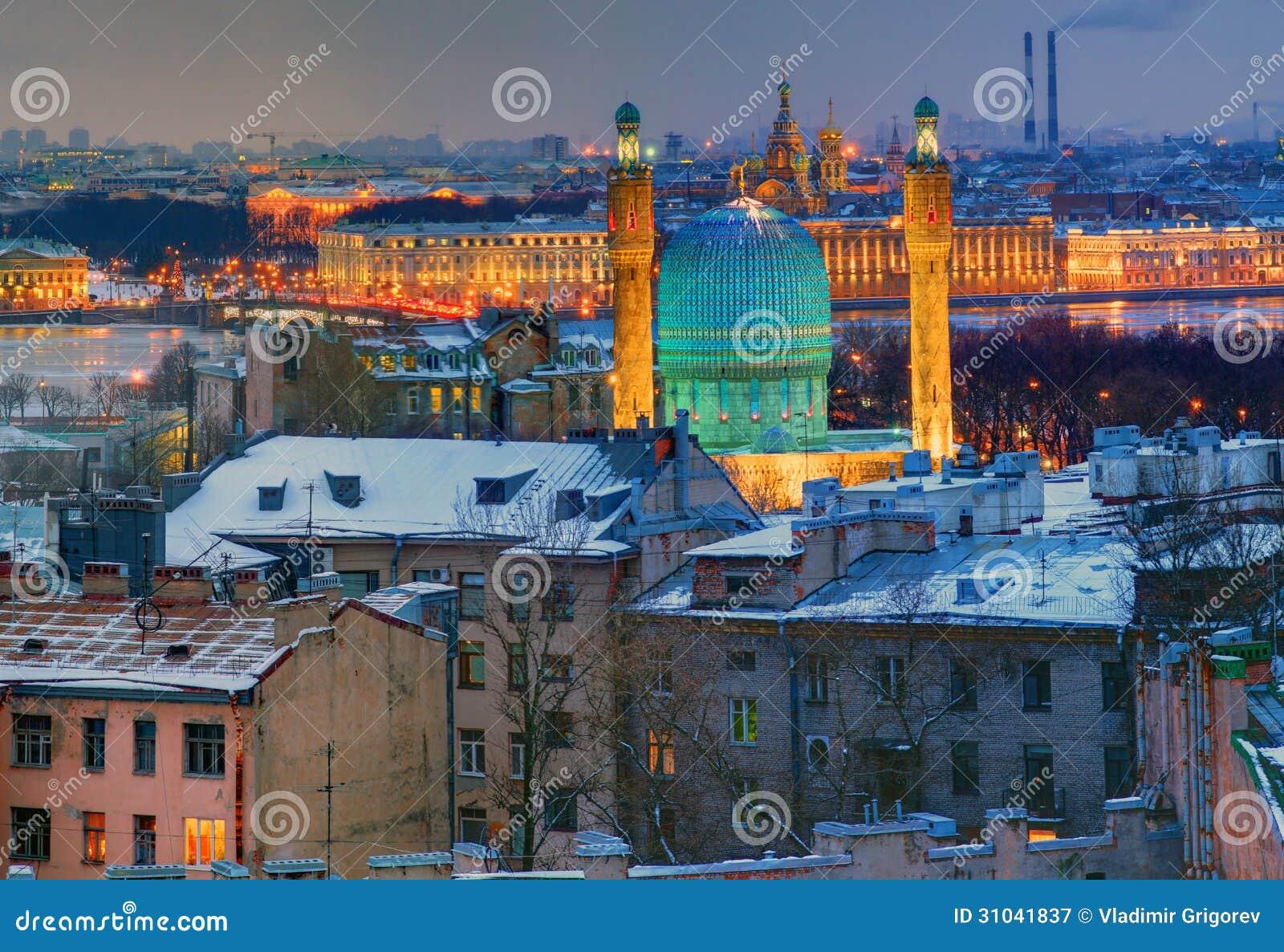 De Moskee van heilige Petersburg, moskee-Jami. Nachtmening vanaf bovenkant.