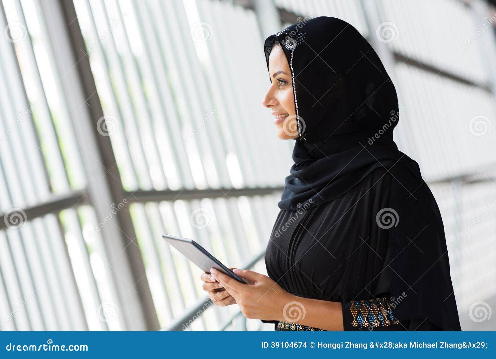 De moslimcomputer van de vrouwentablet