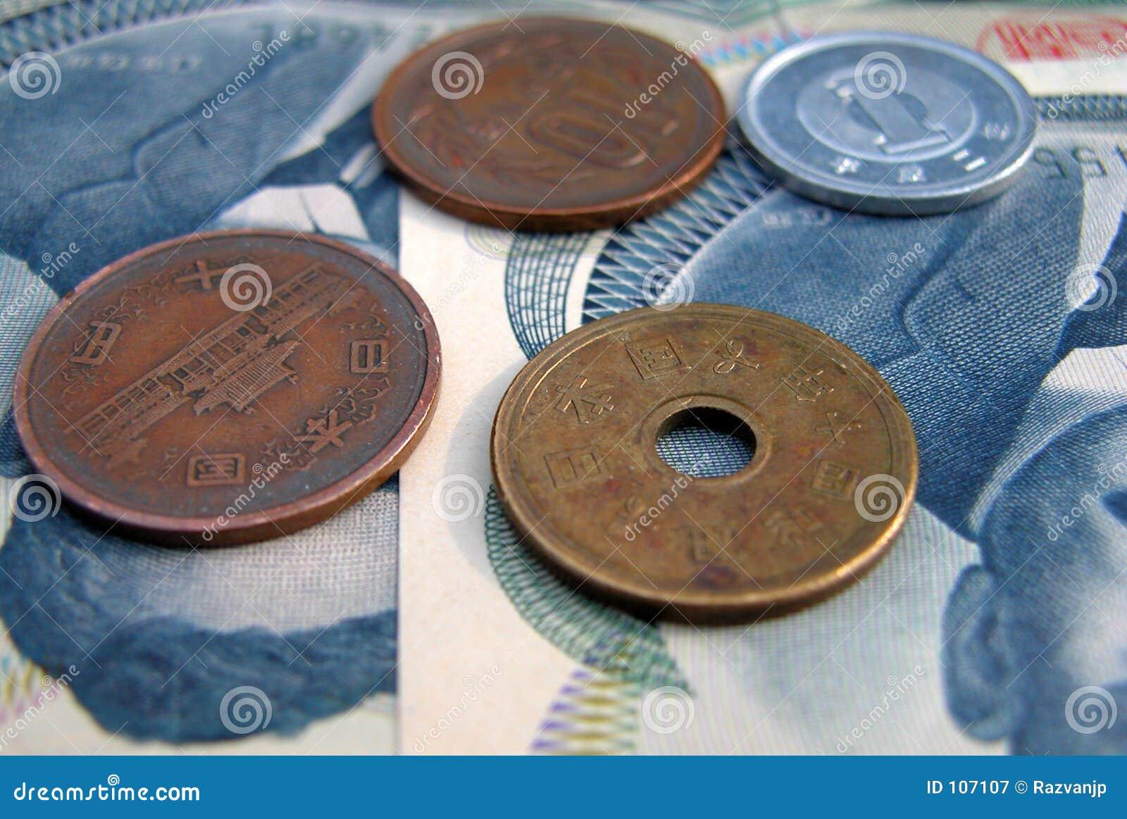 De muntstukken van JJapanese en 100 yensrekeningen