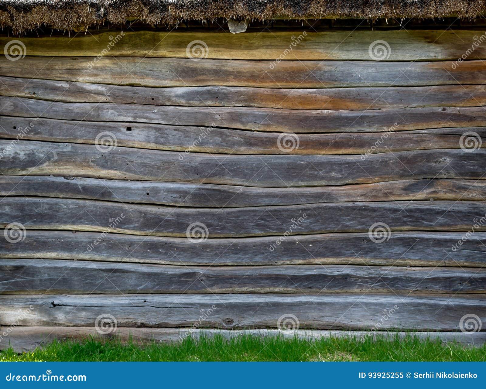 De muur van een dorpshut van houten raad wordt gemaakt die Natuurlijk materiaal