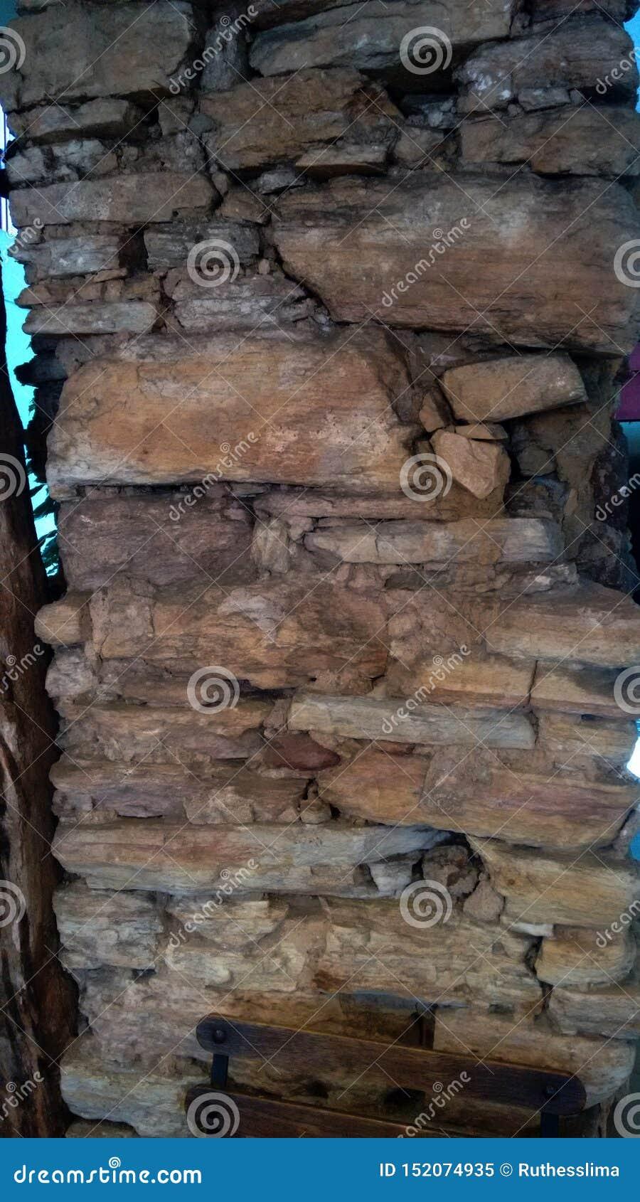 De muur van de eeuwsteen van de koloniale periode