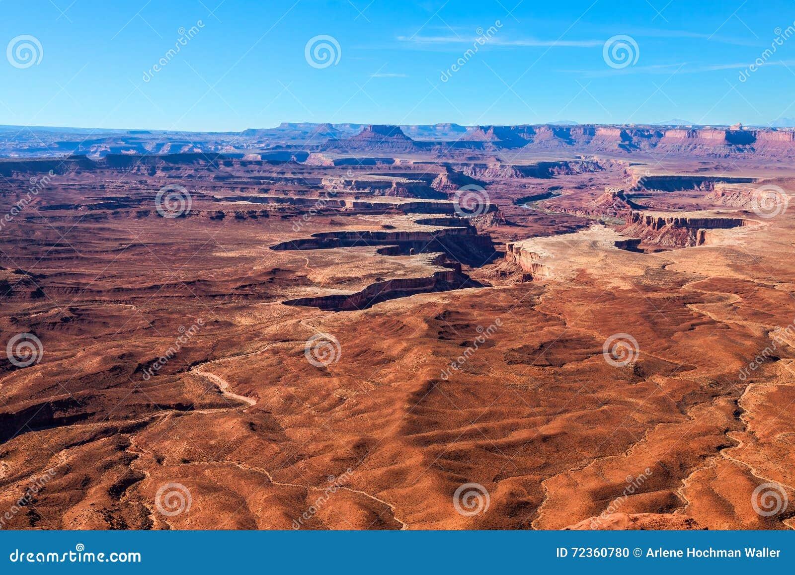 De naalden over*zien-Canion omrandt Recreatief Gebied BLM land-Utah