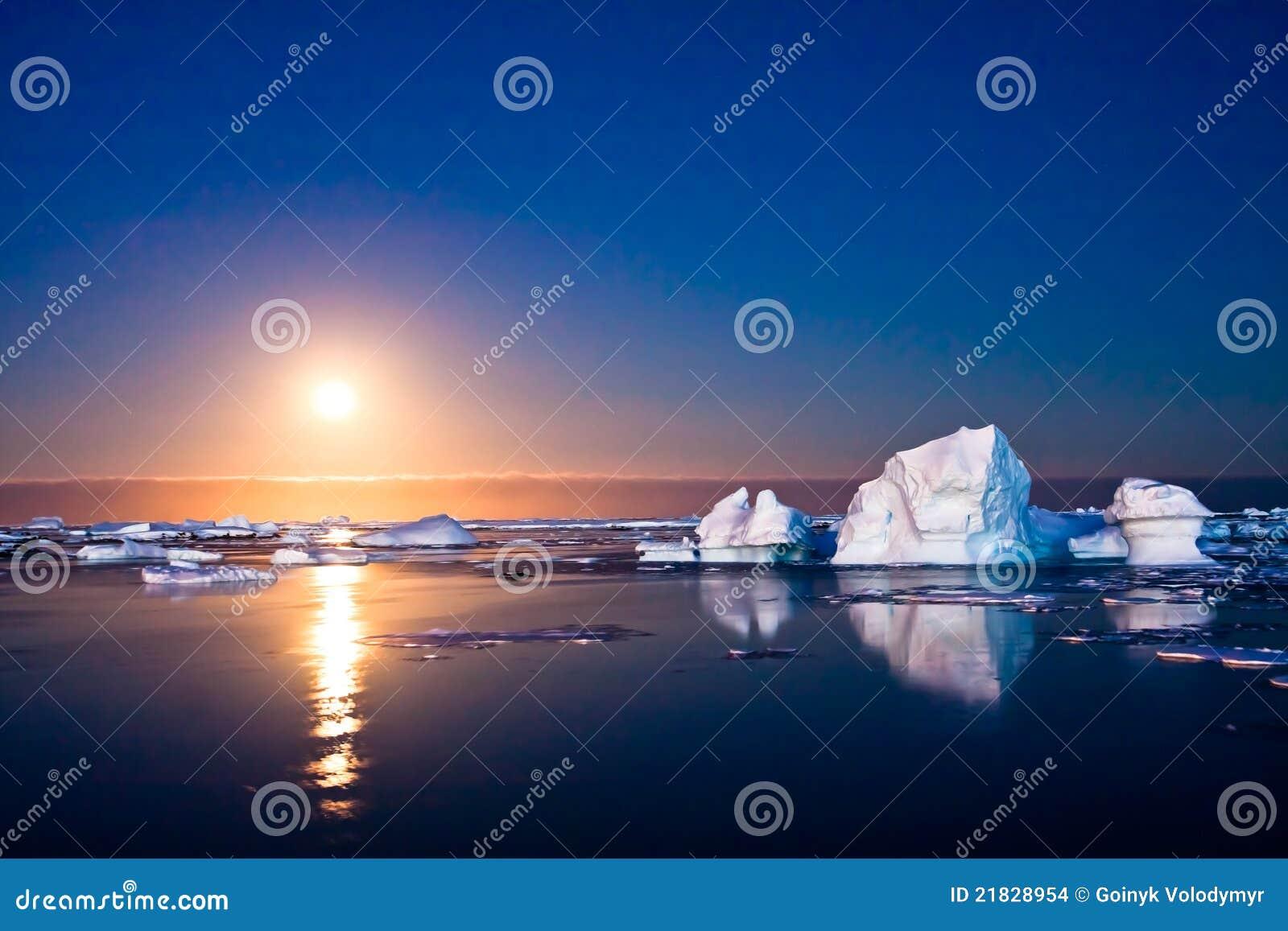 De nacht van de zomer in Antarctica