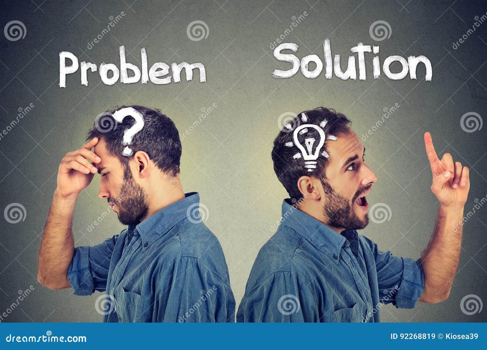 De nadenkende mens met vraagteken heeft een oplossings helder idee