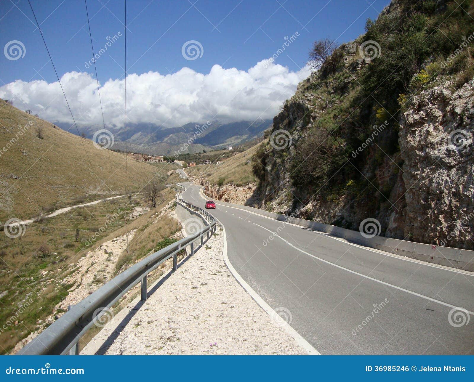 De nationale weg van het Himaradorp, Zuid-Albanië