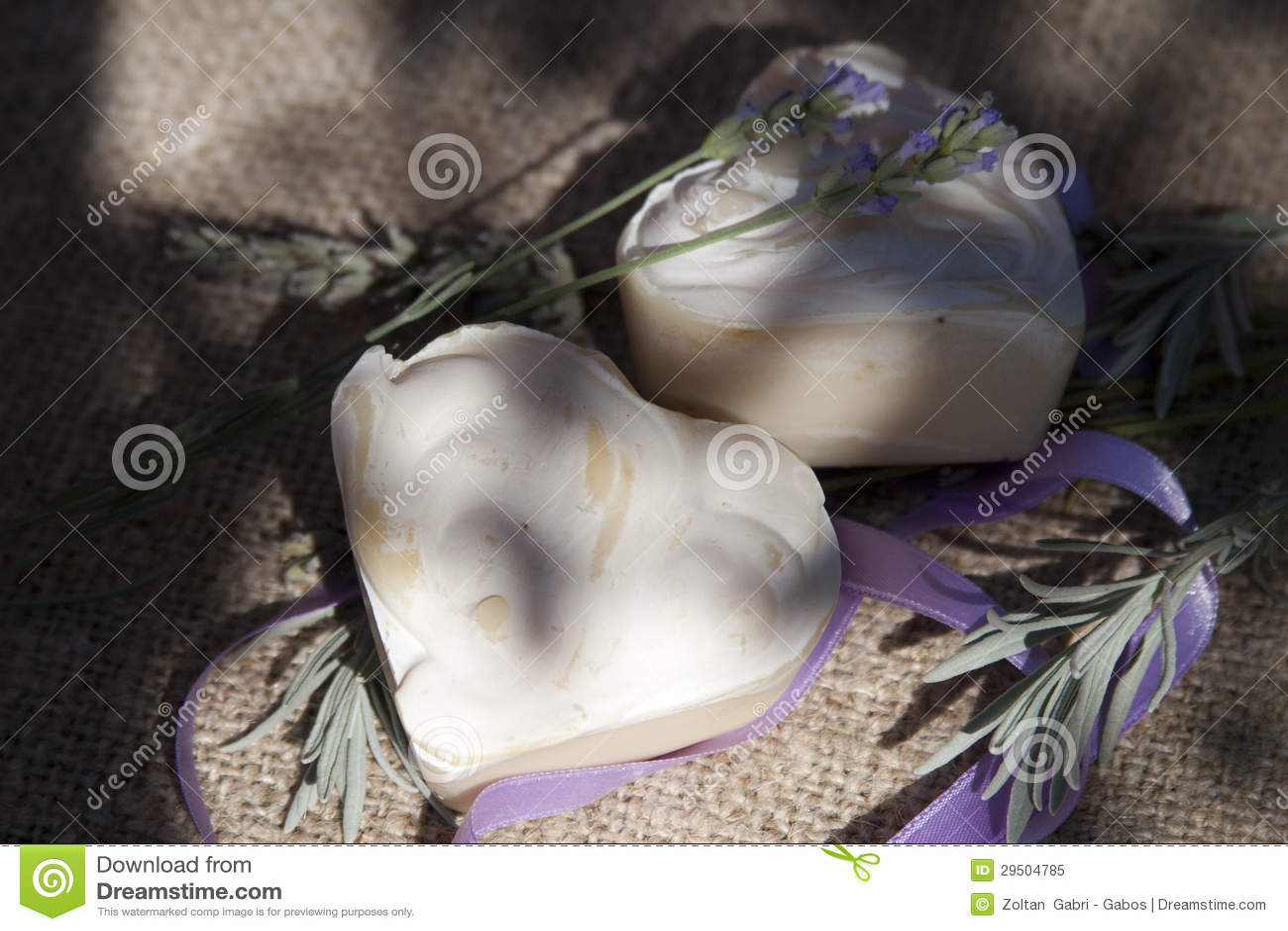 De natuurlijke zeep van de lavendel
