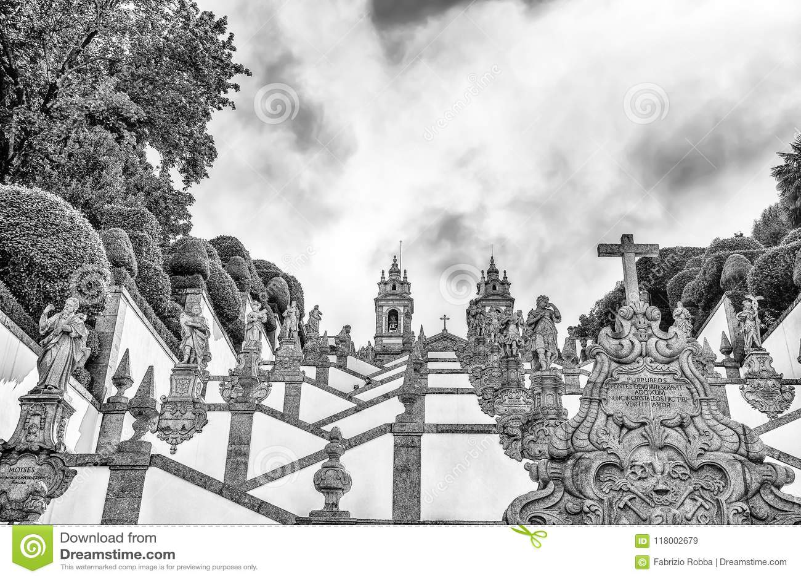 De neoklassieke Basiliek van Bom Jesus do Monte/Kerkgodsdienst faithfuls/Braga Portugal