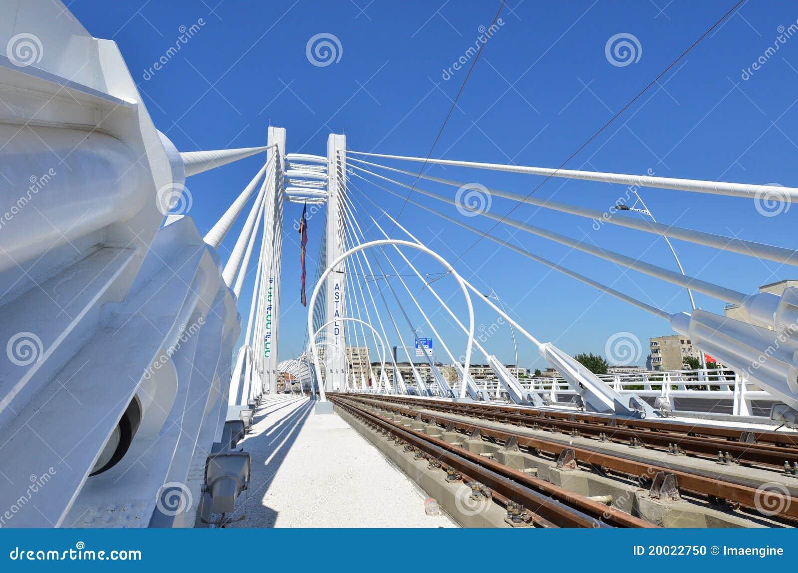 De nieuwe basarabhangbrug in Boekarest