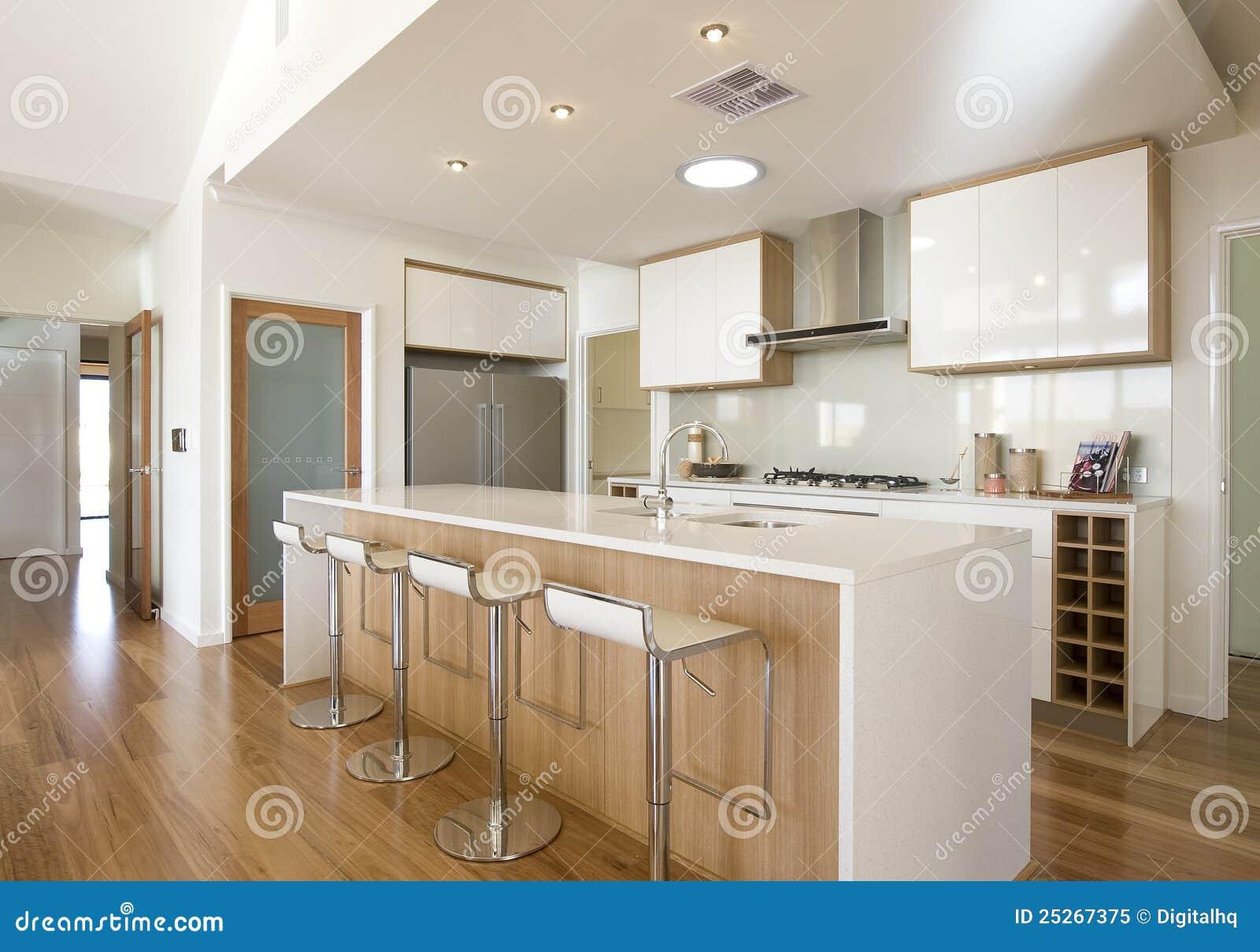 De nieuwe keuken van het kombuis van het huis royalty vrije stock foto afbeelding 25267375 - Kombuis keuken ...