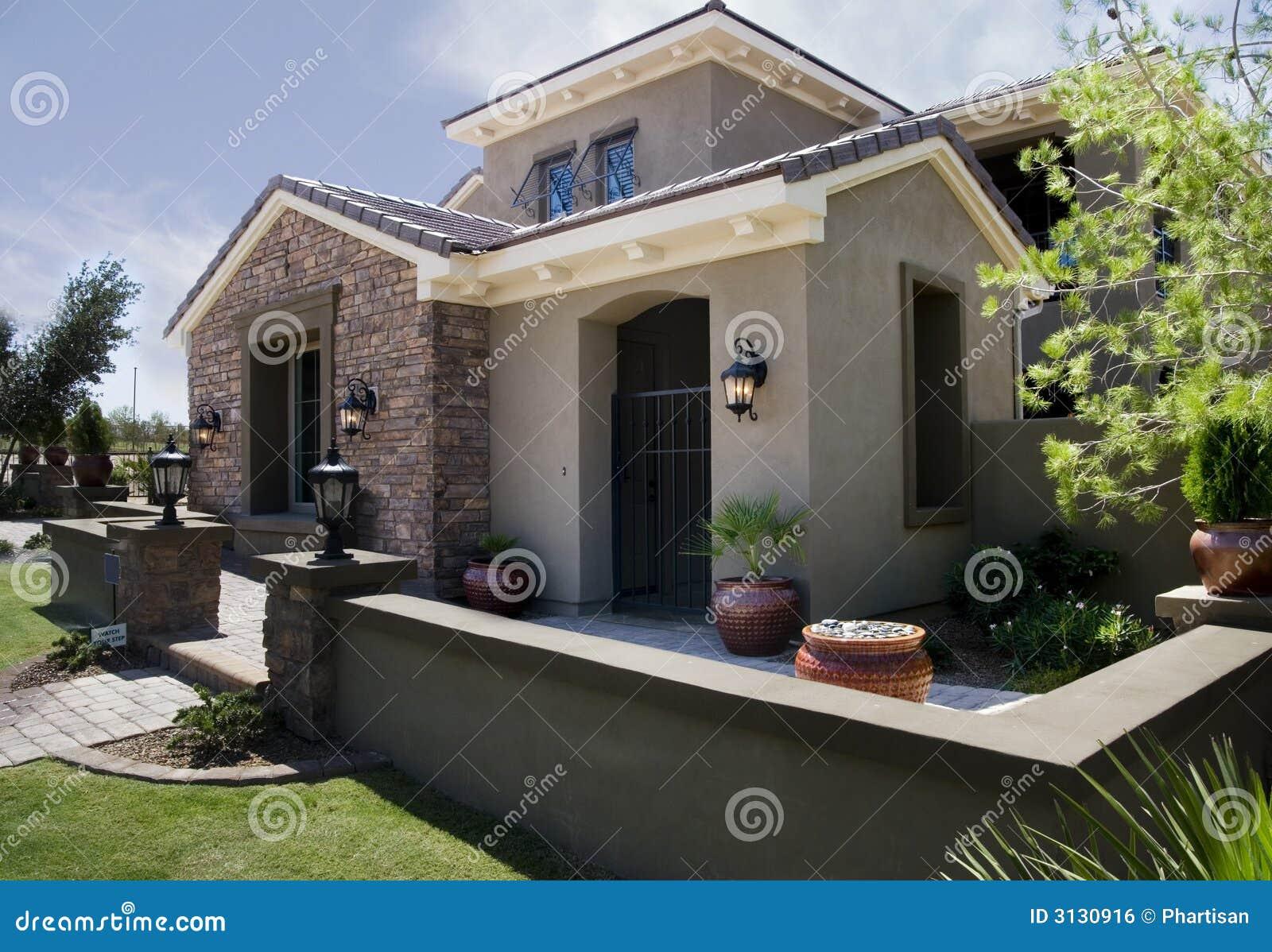 De nieuwe moderne architectuur van het huis royalty vrije stock afbeelding afbeelding 3130916 - Ingang van het hedendaagse huis ...
