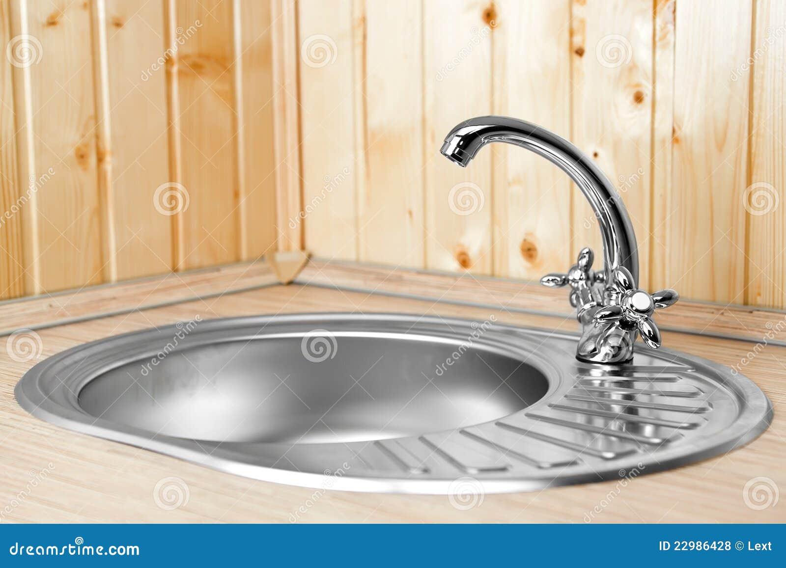 Waterkraan Voor Keuken : De Nieuwe Waterkraan Op Keuken Royalty-vrije Stock Foto's – Afbeelding