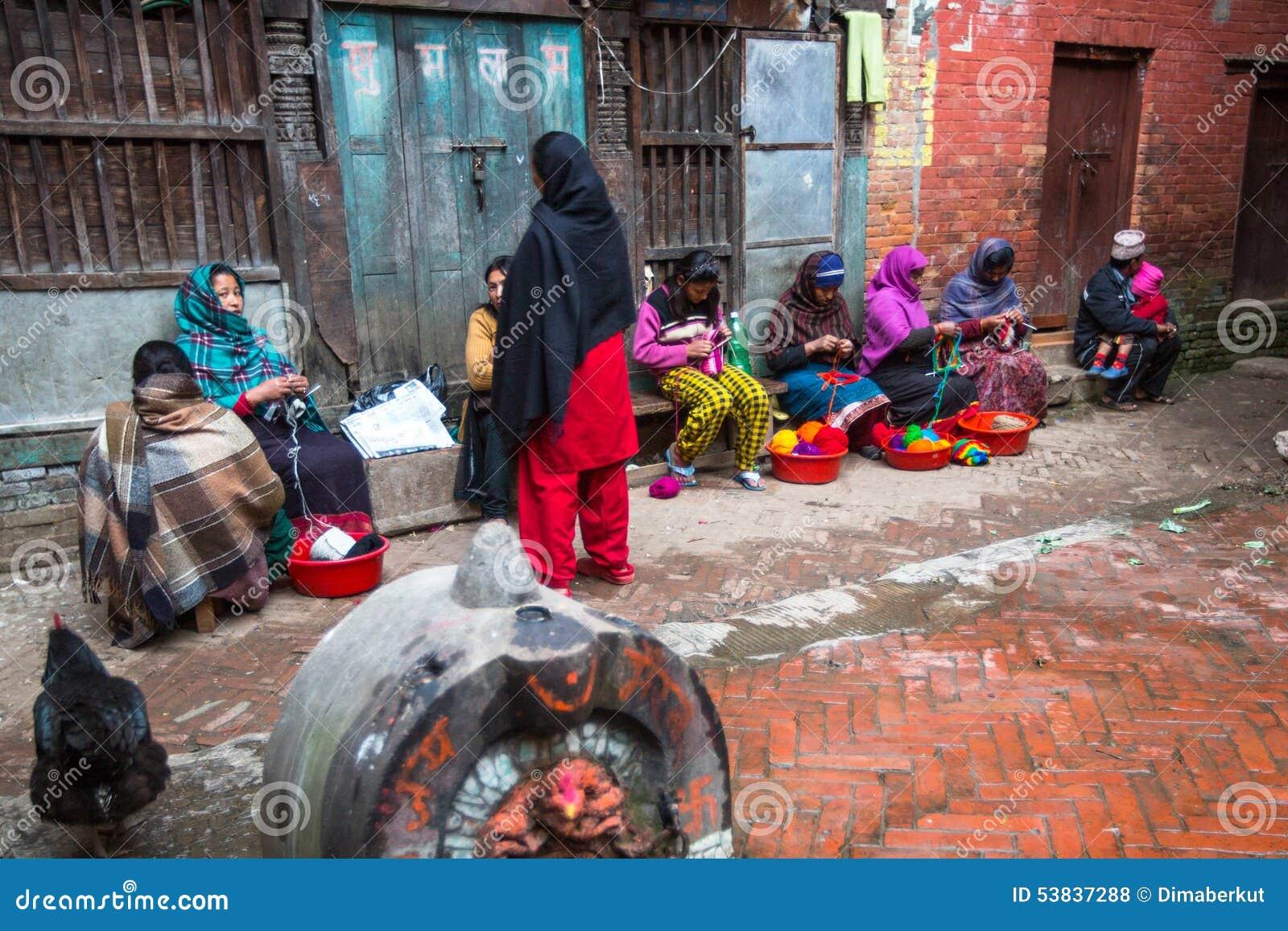 De Ocalmensen zitten in de straat Het kastesysteem is vandaag nog intact maar de regels zijn niet zo stijf aangezien zij in het v