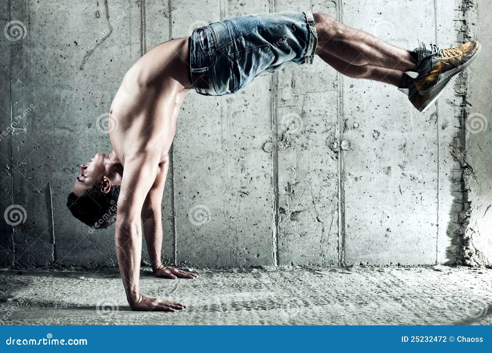 De oefeningen van jonge mensensporten