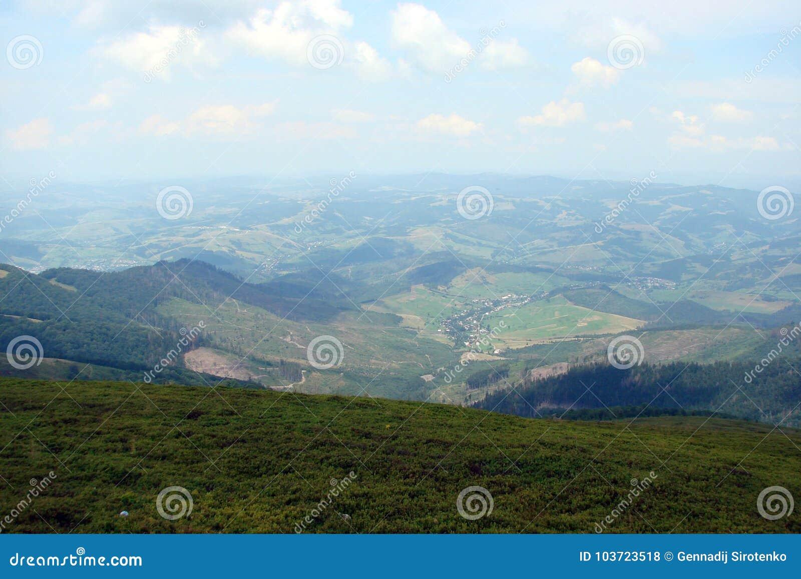 De Oekraïense Karpaten De Borzhava-bergketen