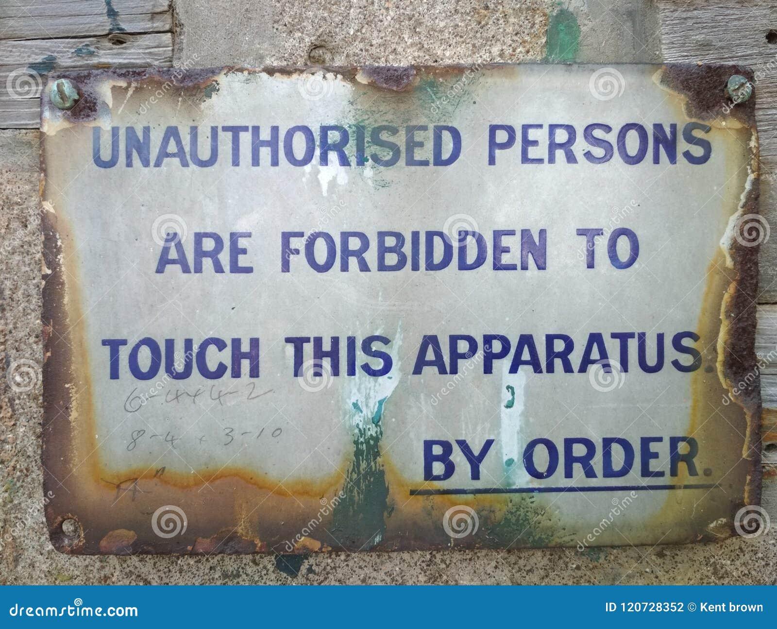 De onbevoegde personen ondertekenen