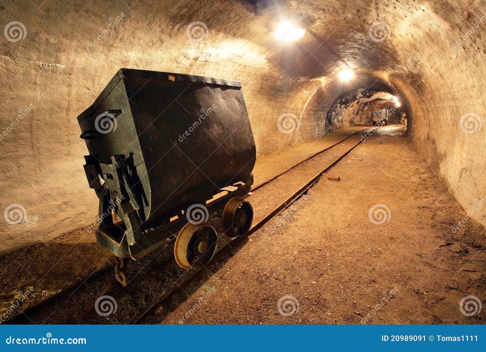 de ondergrondse trein in mijn karren in goud verzilvert a stock