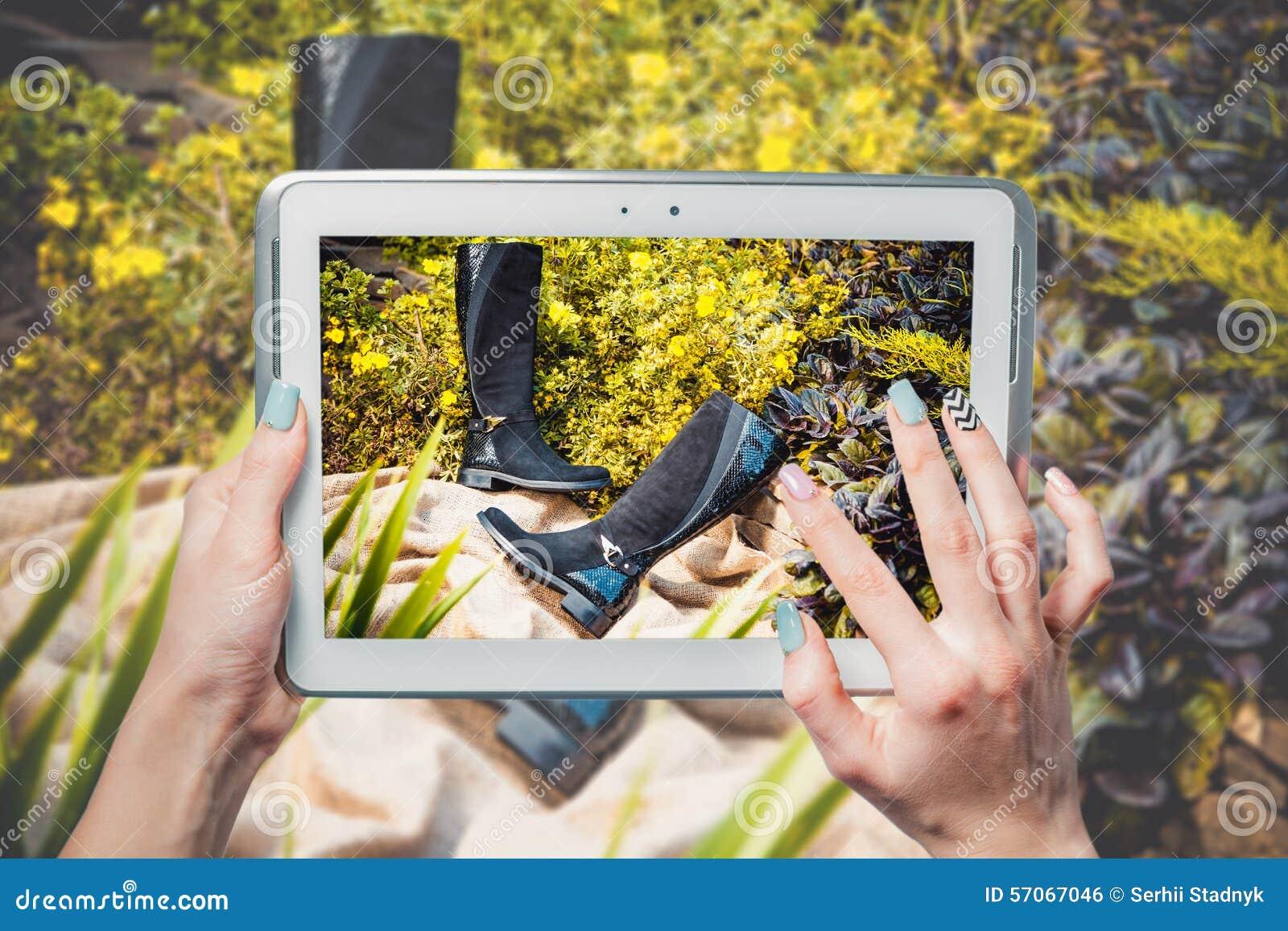 De online verkoop, koopt online schoenen