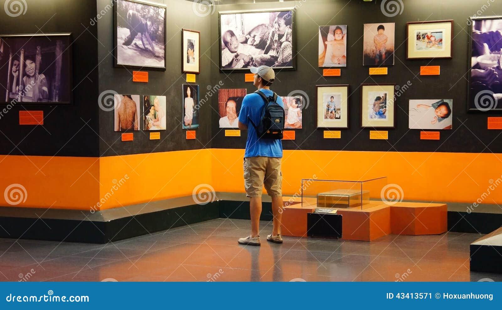 De Oorlogs Overblijvend Museum van Vietnam van het toeristenbezoek