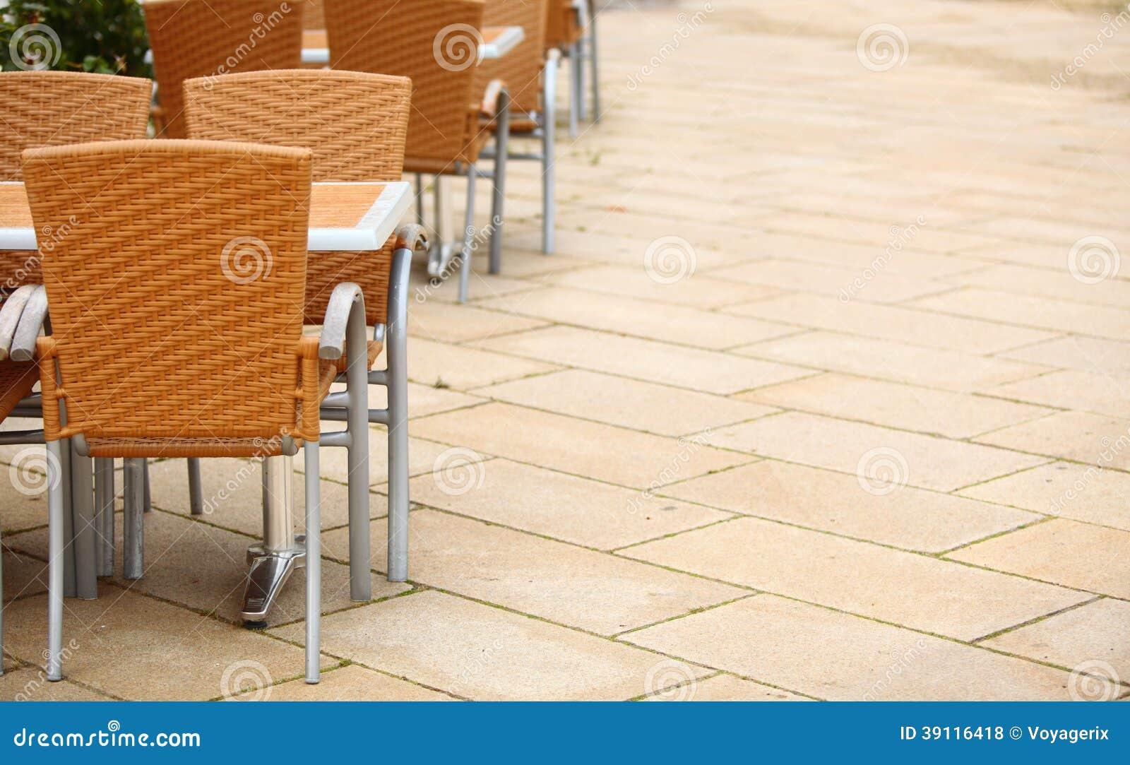 De openluchtstoelen van de restaurantkoffie met lijst