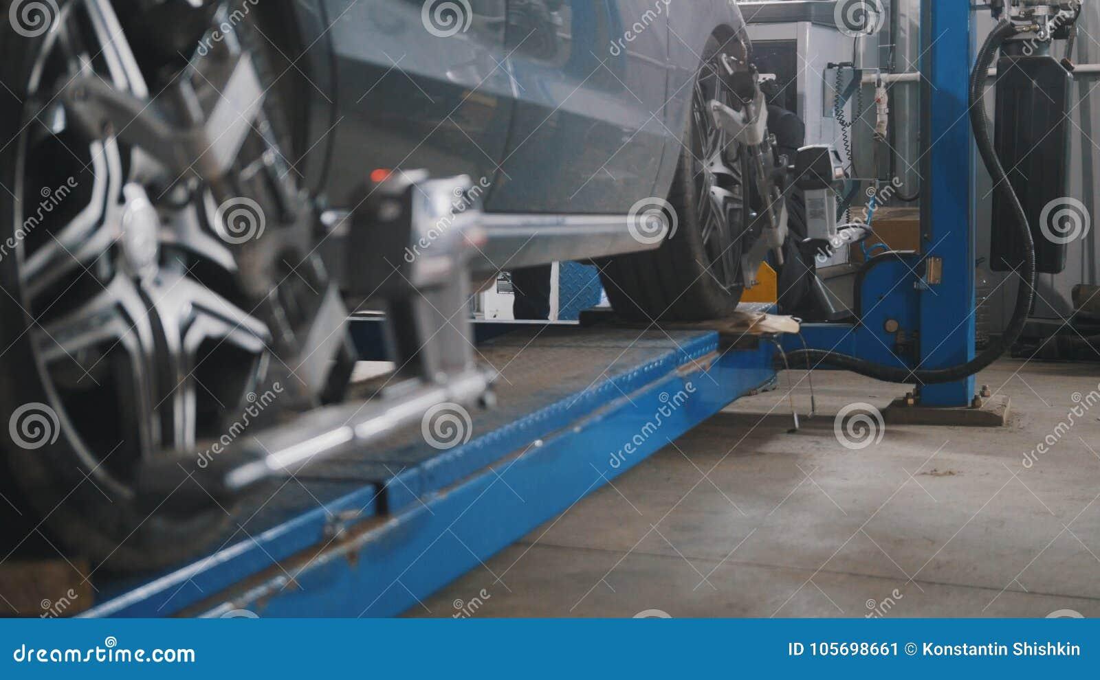 De opgeheven auto in de professionele dienst - de instorting van convergentie - verwerkt het herstellen