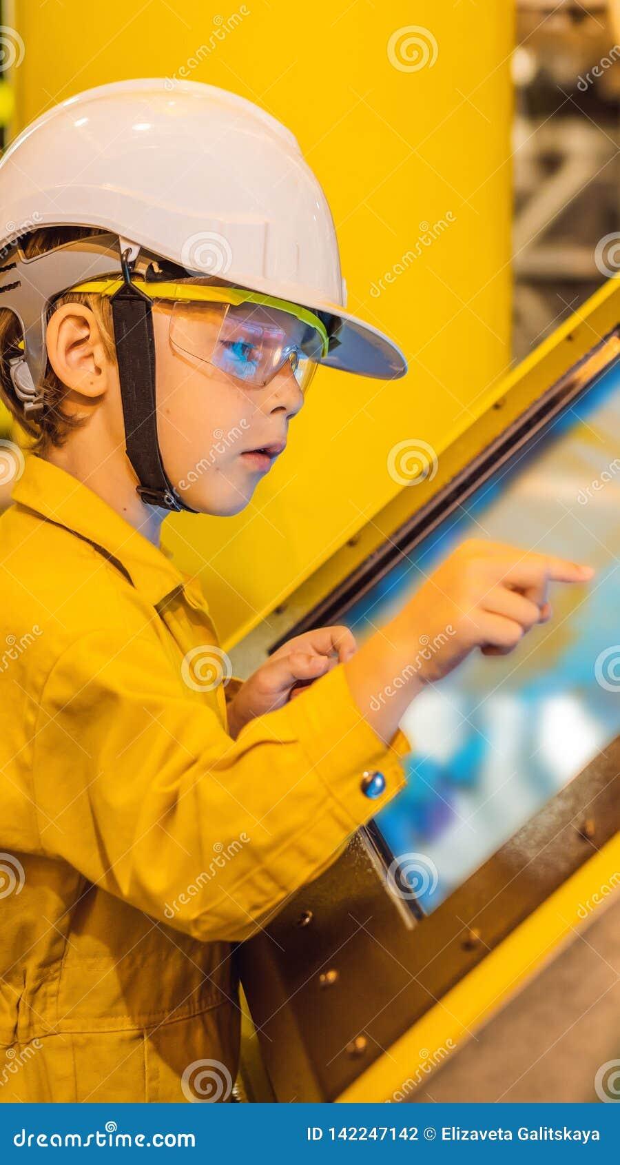 De opnameverrichting van de jongensexploitant van olie en gasproces bij olie en installatieinstallatie, de zeeolie en gasindustri
