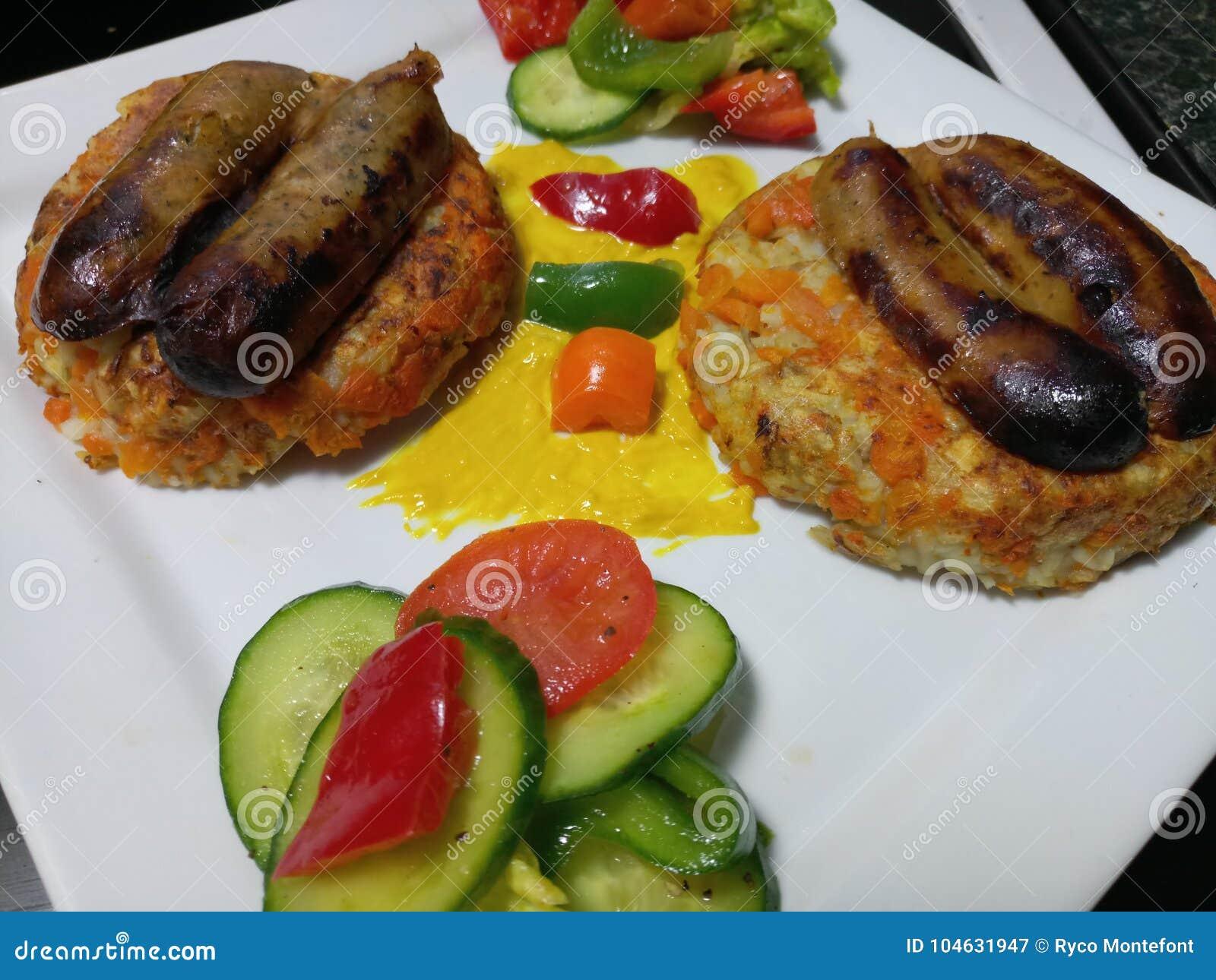 Download De Organische Verse Worsten Van Varkensvleeslincolnshire Met Broodjes En Groenten Stock Afbeelding - Afbeelding bestaande uit broodjes, organisch: 104631947