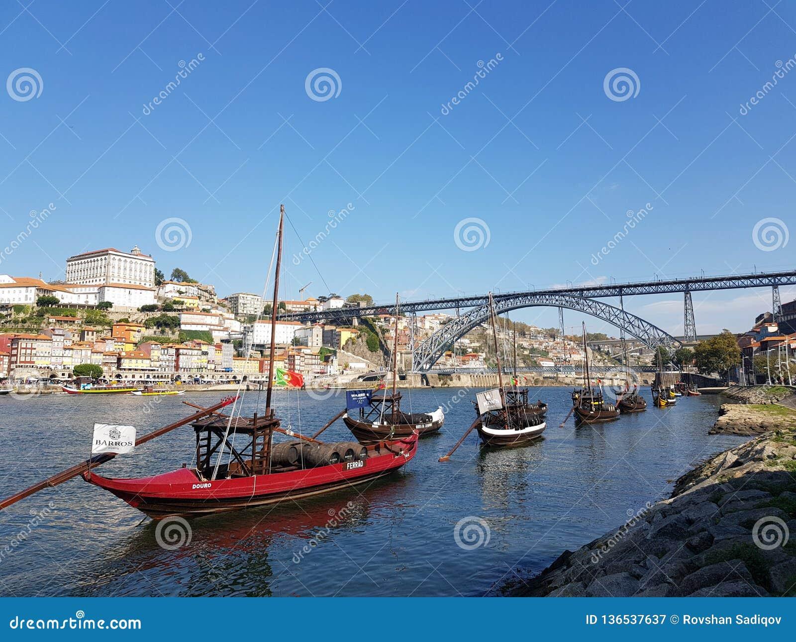 De oriëntatiepunten van Evropeportugal porto