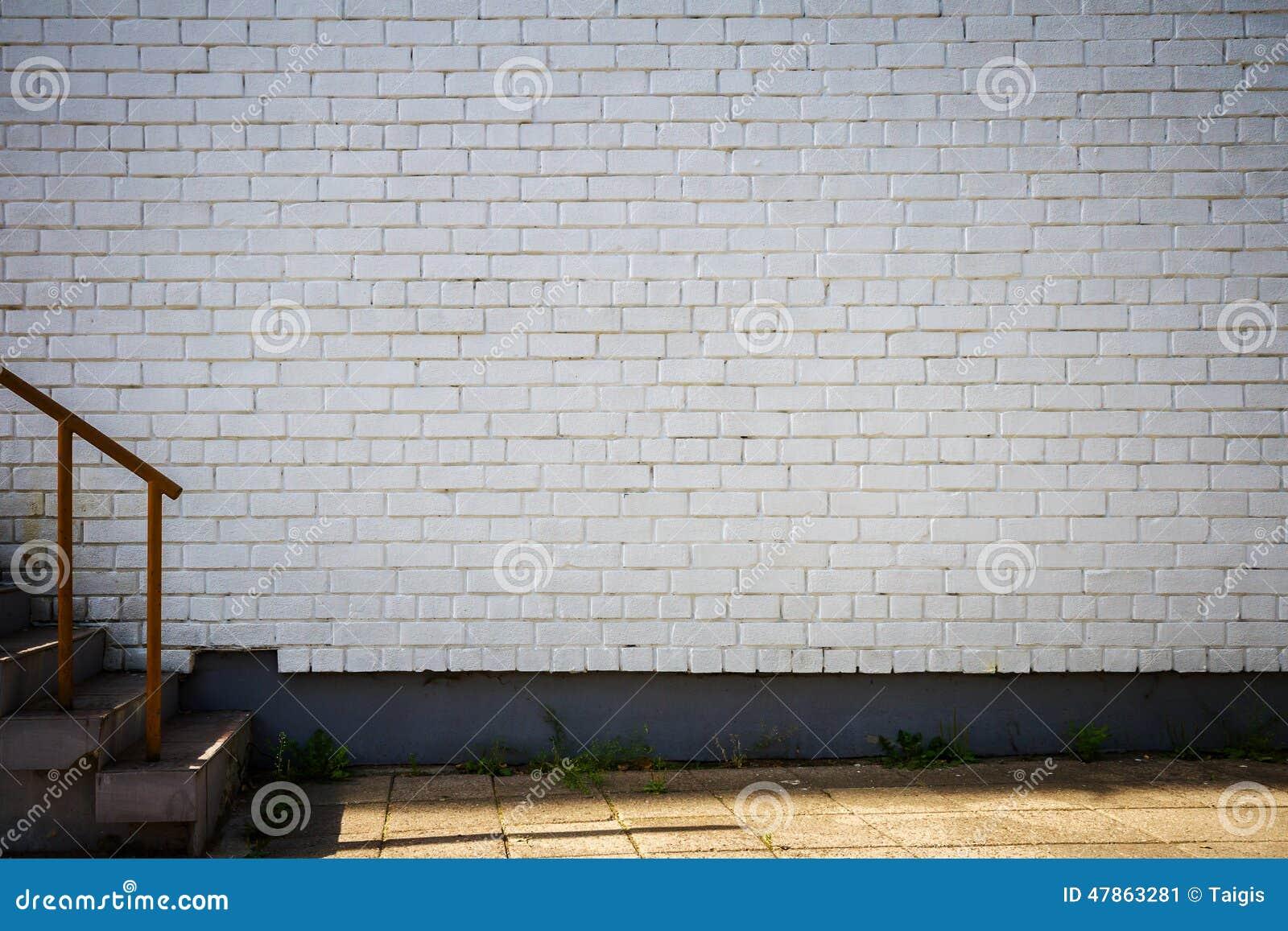 Stenen Muur Wit : De oude bakstenen muur schilderde wit stock afbeelding