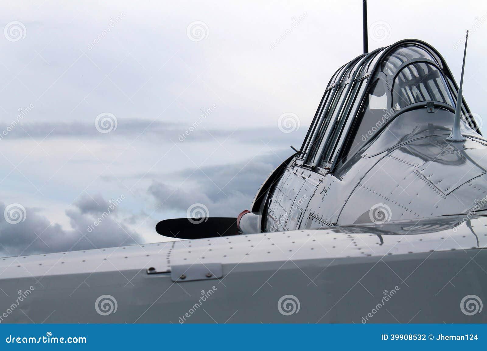De oude cockpit van het vechters Amerikaanse vliegtuig colse omhoog