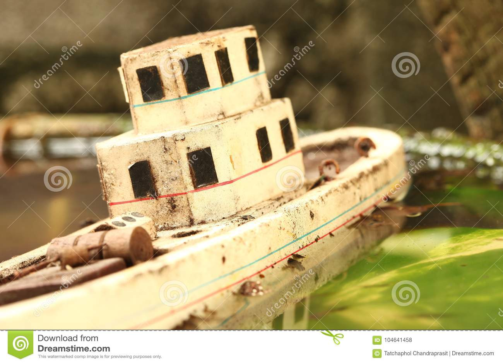 Download De Oude En Vuile Modelscène Van Het Visserijschip Stock Foto - Afbeelding bestaande uit houten, scène: 104641458