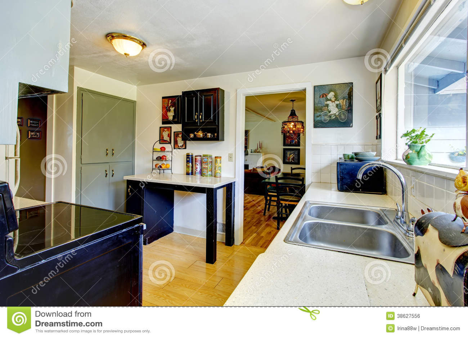 De oude ruimte van de manier kleine keuken stock foto afbeelding 38627556 - Ruimte van water kleine ruimte ...