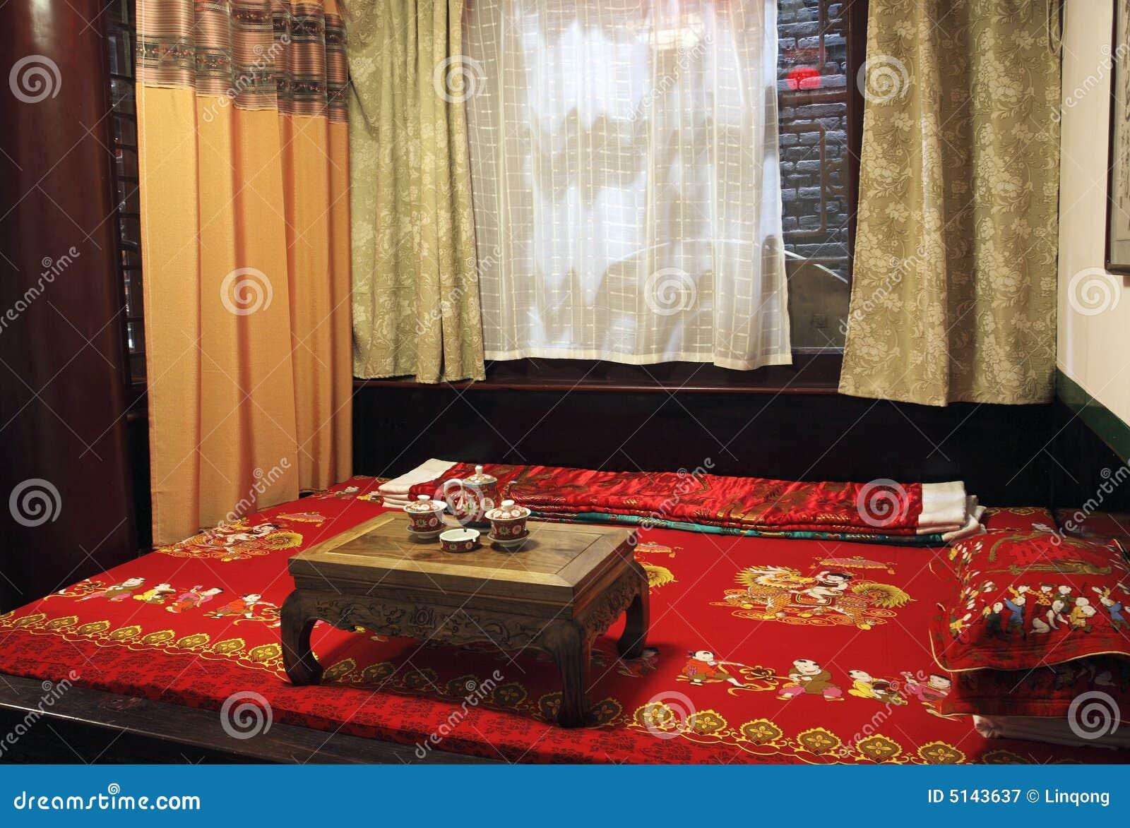 Traditioneel Chinees Bed : De oude slaapkamer van de chinees stijl stock afbeelding