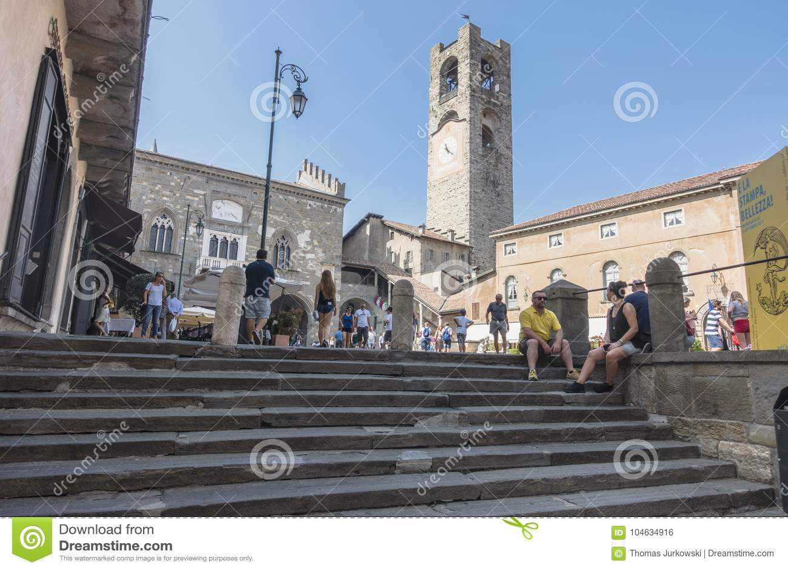 Download De Oude stad van Bergamo redactionele foto. Afbeelding bestaande uit cultuur - 104634916