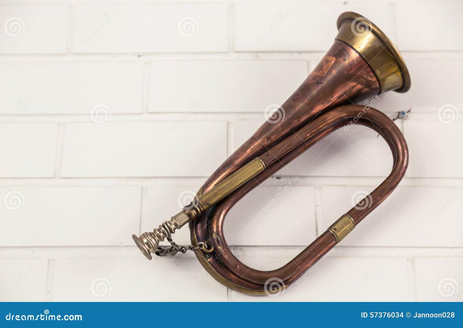 De oude trompet hangt