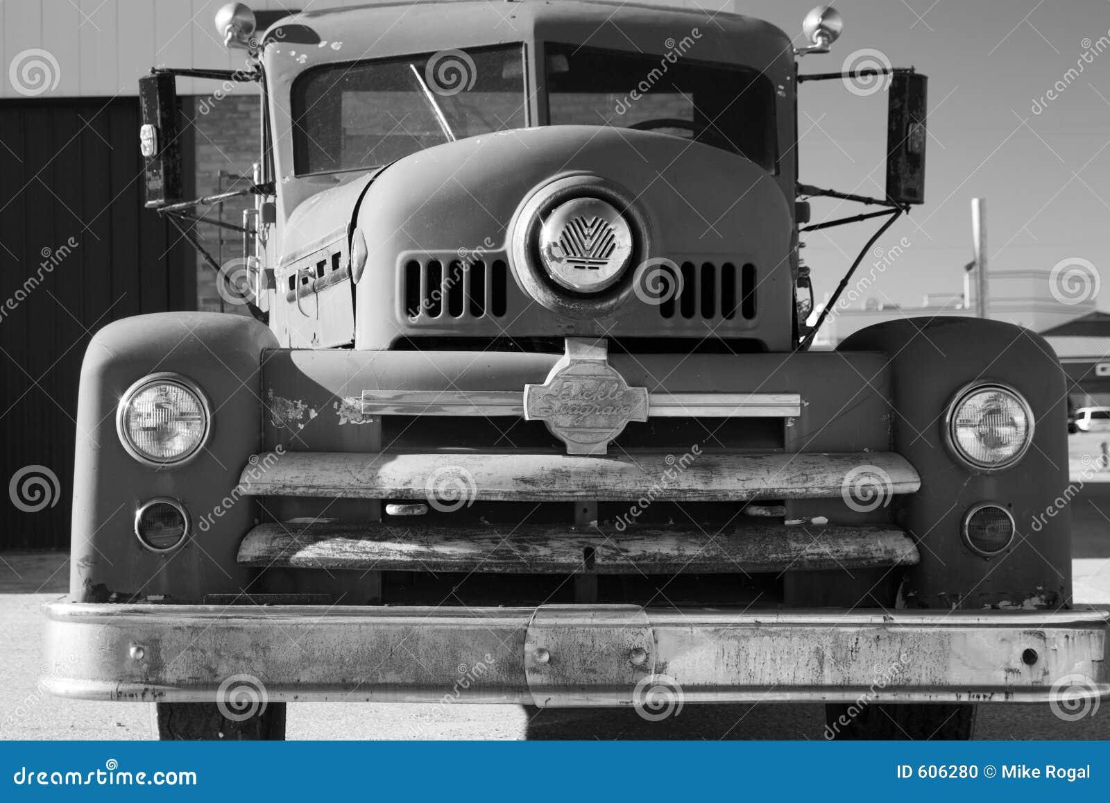 De oude Vrachtwagen van de Brand