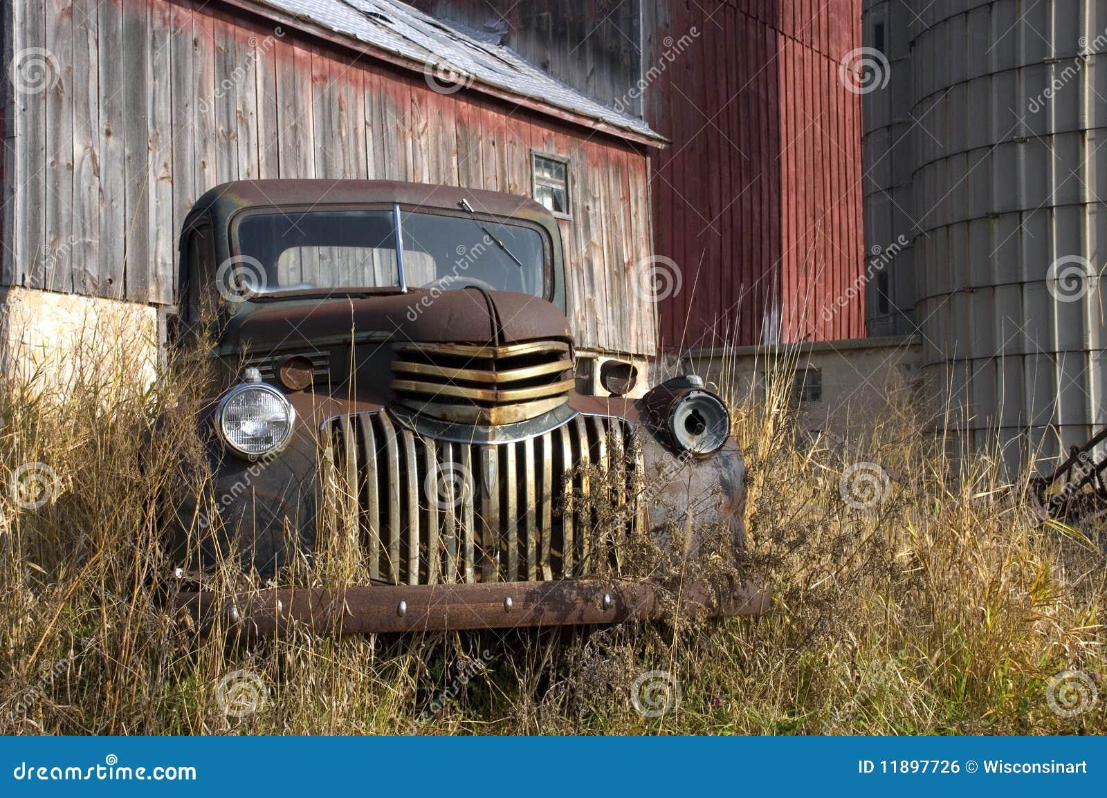 De oude Vrachtwagen van het Landbouwbedrijf