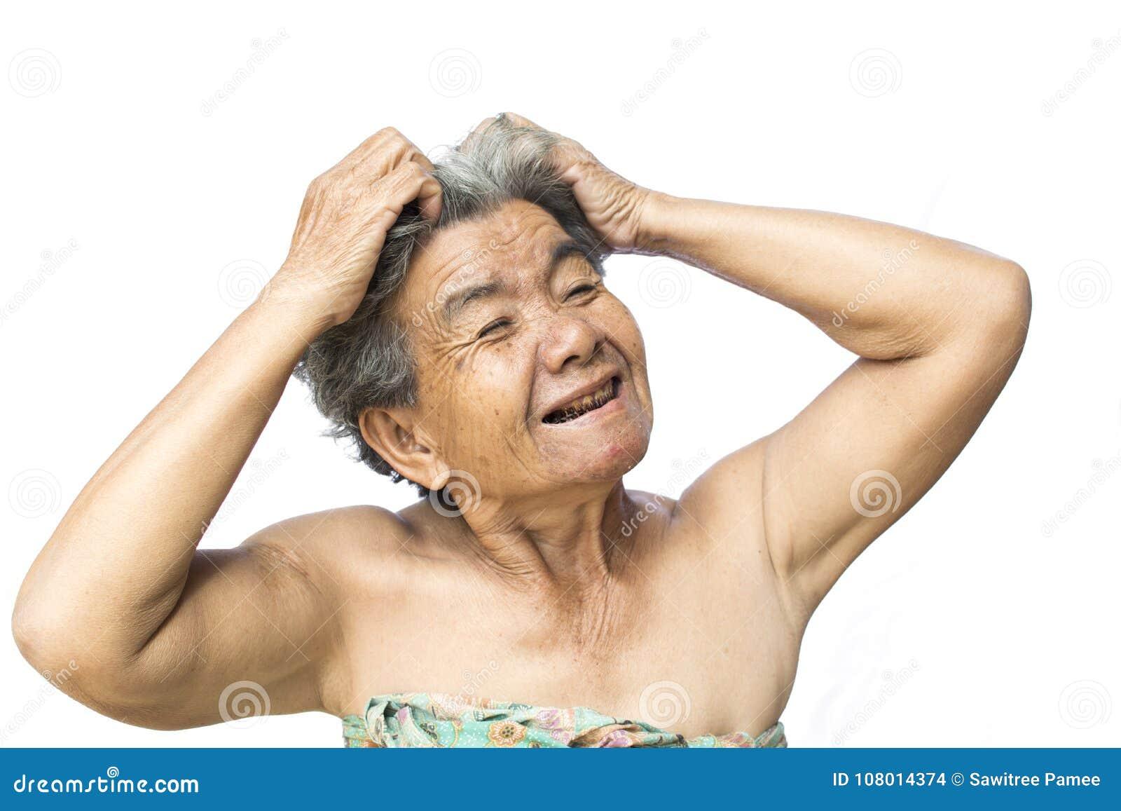 De oude vrouw voelde heel wat bezorgdheid over haar verlies en het jeuken van hoofdrooskwestie