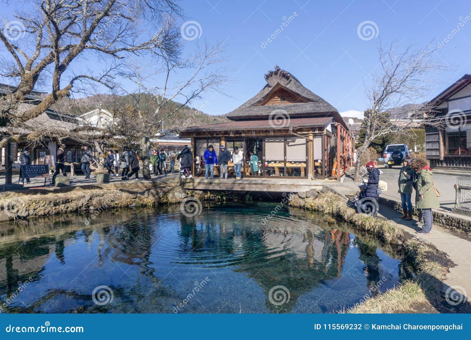 De oude vuurtoren van het toeristenbezoek op de heuvel van Haeundae Dongbaekseo