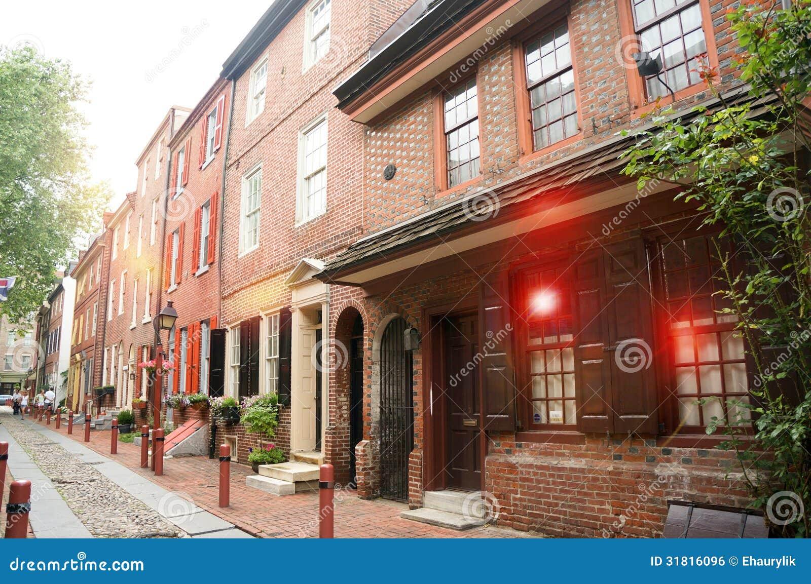 De oudste straat in de Steeg van de V.S. Elfreth in Philadelphia in het zonlicht