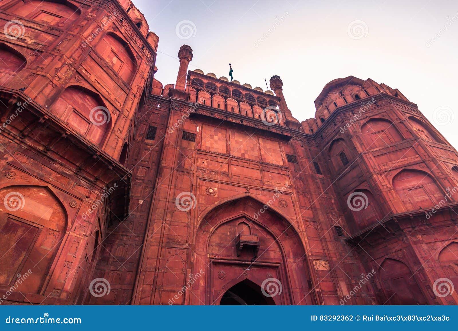 28 de outubro de 2014: Paredes do forte vermelho de Nova Deli, Índia
