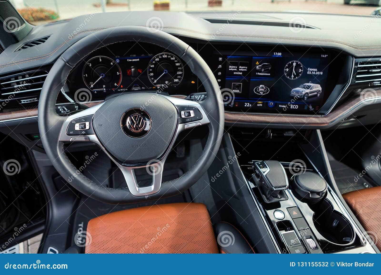 03 De Outubro De 2018 Vinnitsa Ucrania Volkswagen Touareg Novo Fotografia Editorial Imagem De Outubro Ucrania 131155532