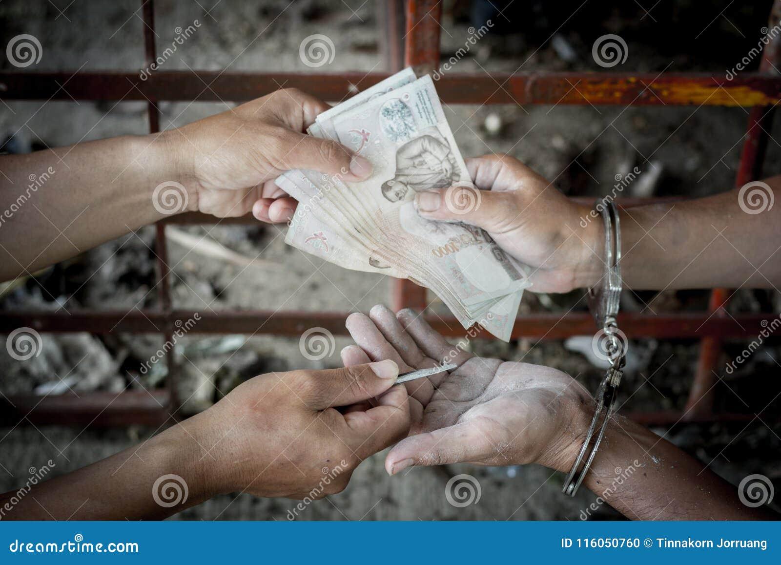 De overtreders geven geld in ruil voor versie,