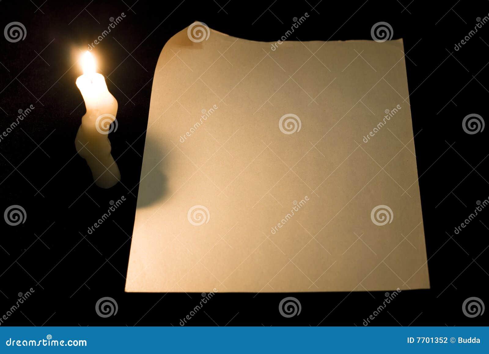 De pagina van het document met krul en kaars