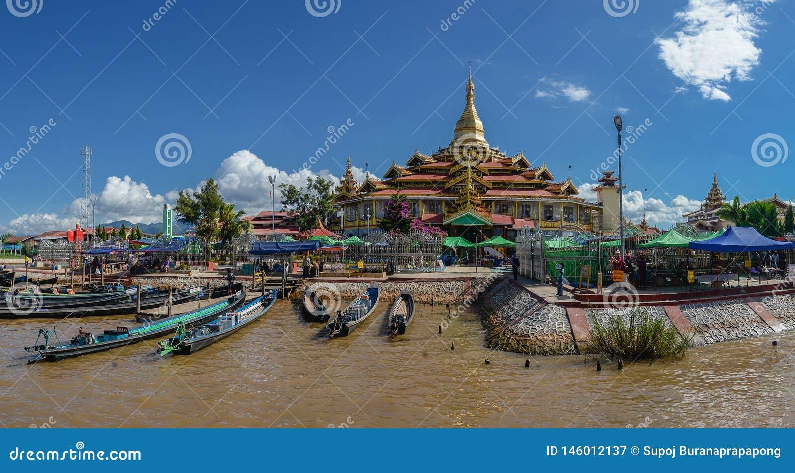 De Pagode van Phaungdaw Oo is Klooster op het Intha-dorp, Inle-meer, Shan-staat, Myanmar