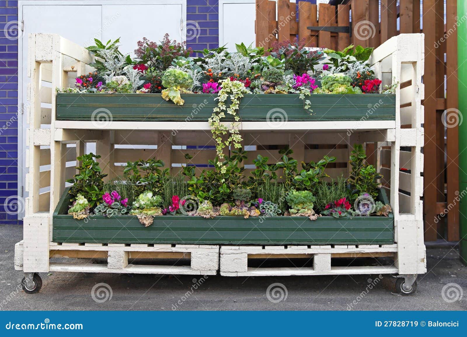 de pallet van bloemen royalty vrije stock afbeeldingen. Black Bedroom Furniture Sets. Home Design Ideas