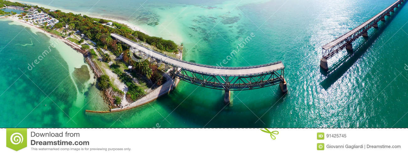 De panoramische luchtmening van Bahia Honda Bridge over Weg Overzee - F