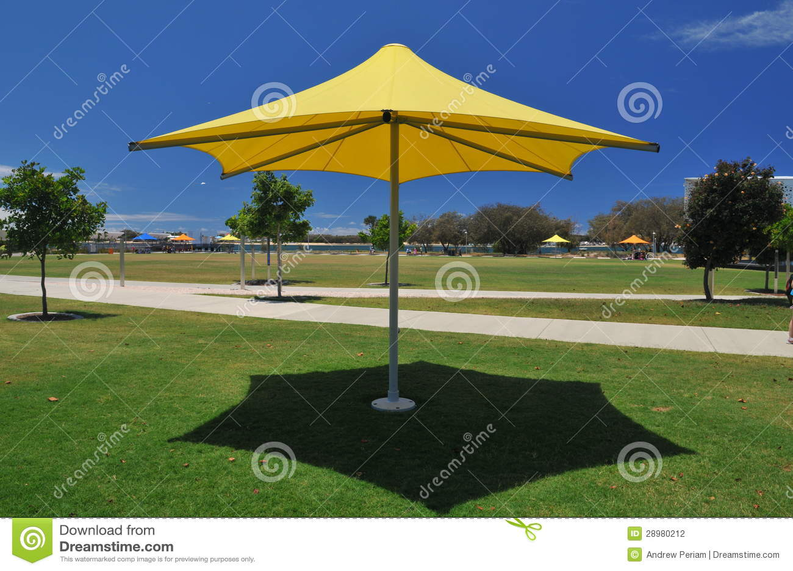 De paraplu van de schaduw van de zon stock foto afbeelding 28980212 - Zon parasol ...